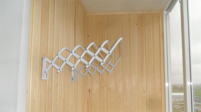 настенная-сушилка-на-балкон